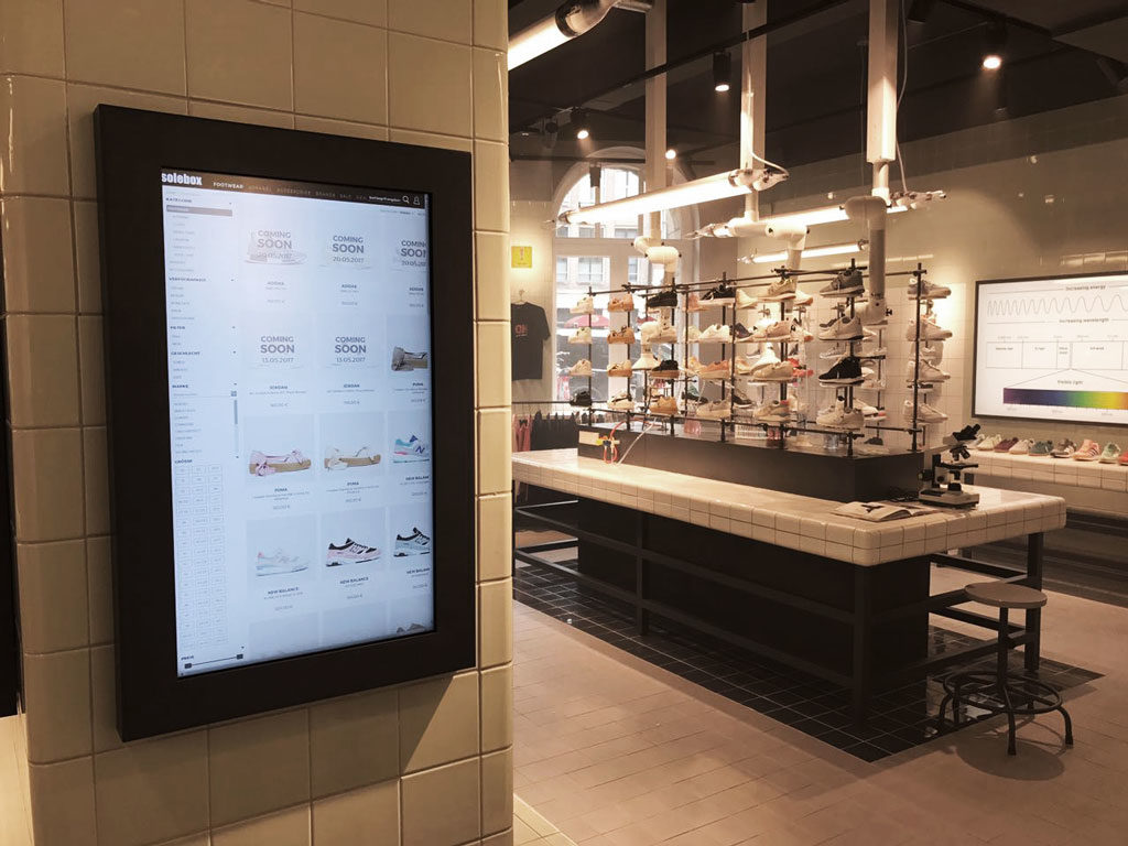 solebox in Amsterdam mit Online Shop Touch Display